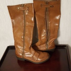 Womens tan boots.  Side zip